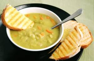 Аппетитный гороховый суп фото