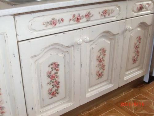 Декупаж - спасение для старой мебели