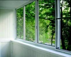 Как лучше остеклить балкон