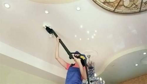 Уход за нятжным потолком