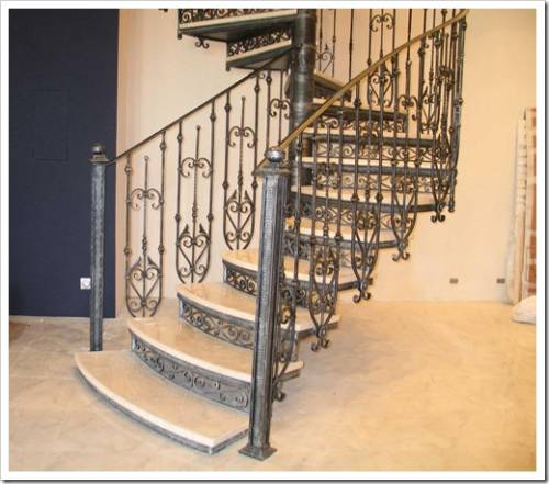 Украшение кованых лестниц