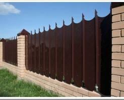 Как установить забор из профнастила?