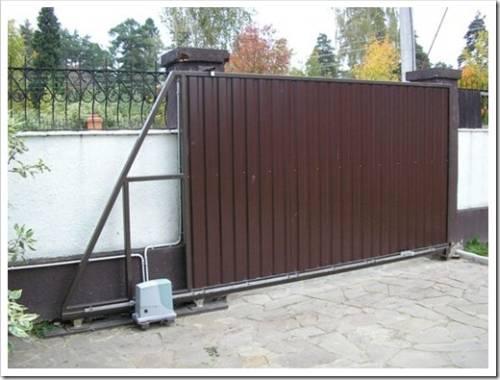 Как установить полотно ворот на подвесной рельс?