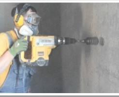 Как сделать отверстие в бетоне под розетку?