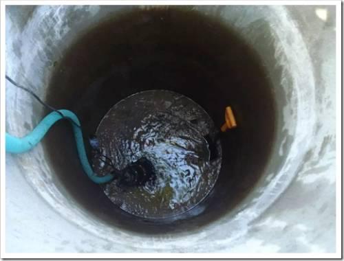 Выполнение систематической очистки (санирования) воды в колодце