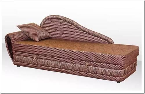 Кровать в большей степени уместна для спальни