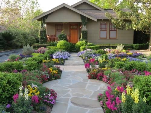 Как озеленить участок возле дома