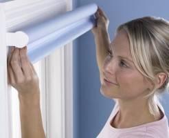 Как повесить рулонную штору на окно