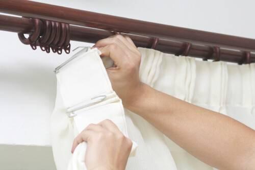 Как правильно повесить шторы