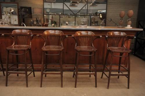 Как называются стулья у барной стойки