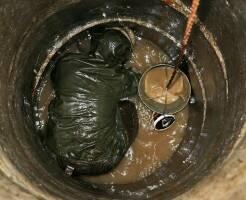 Как чистить колодец из бетонных колец