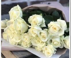 Как сделать букет из белых роз?