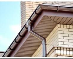 Как правильно установить водосточную систему на доме