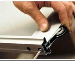 Ремонт шкафов купе: замена роликов и направляющих