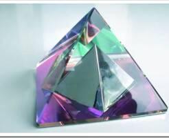 Сувениры в виде каменных пирамид как талисман успеха по фен-шуй