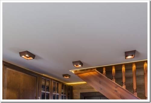 Глянец или мат: что предпочесть для потолка?