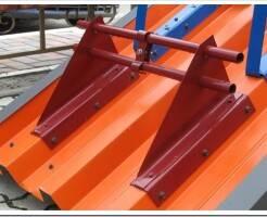 Как закрепить снегозадержатели на крышу из профлиста