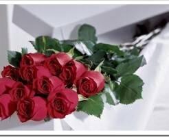 Как красиво оформить букет из роз